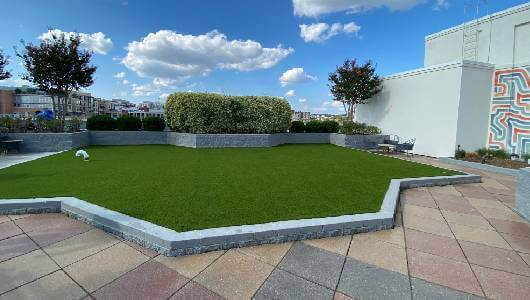 Artificial rooftop grass by SYNLawn